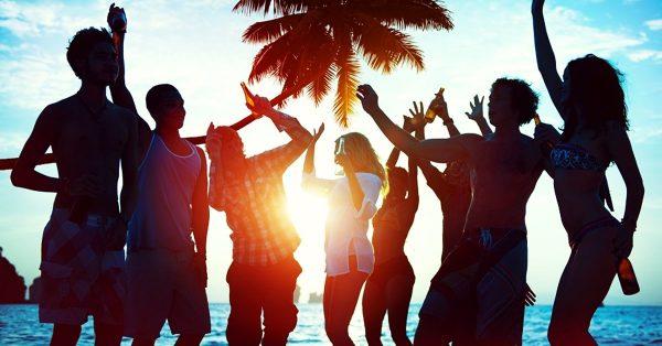 mladi ples plaža