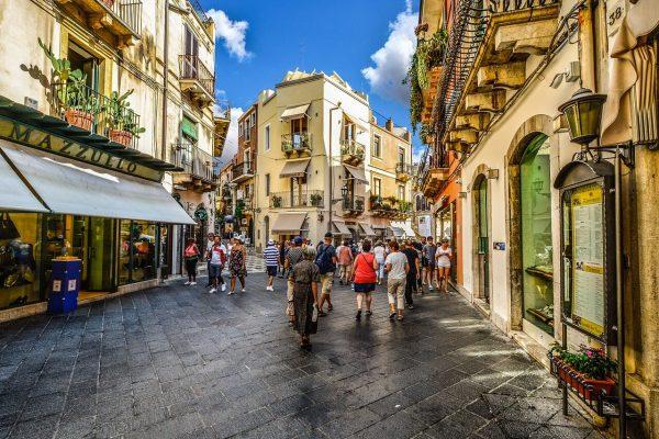 taormina-sicilija-ulice-italija-letovanje